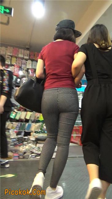 紧身条纹黑裤丰臀美女17