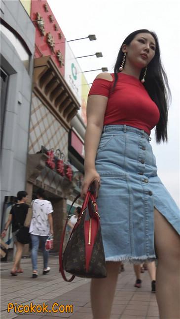 性感红衣大胸美女1