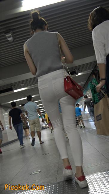 地铁超极品白裤美臀美女第一季