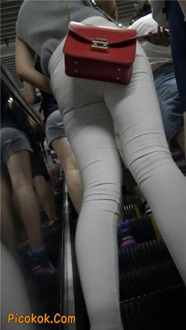 地铁超极品白裤美臀美女第一季3