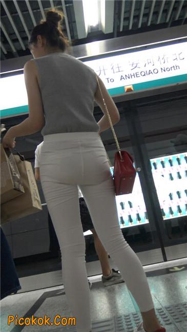 地铁超极品白裤美臀美女第一季9