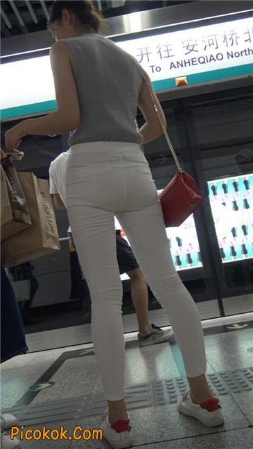 地铁超极品白裤美臀美女第一季10