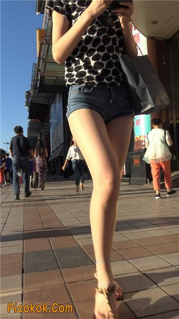 极品大长腿超短热裤露美臀之小美女12