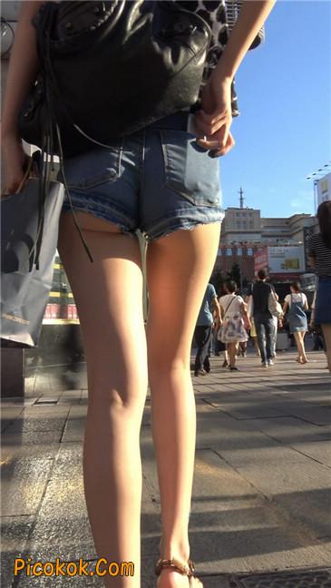 极品大长腿超短热裤露美臀之小美女17