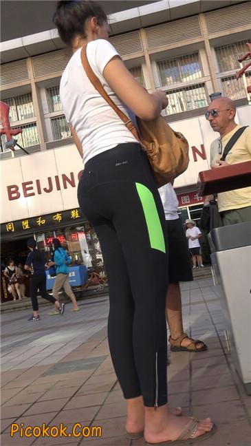 超紧致健美裤丰臀美女1