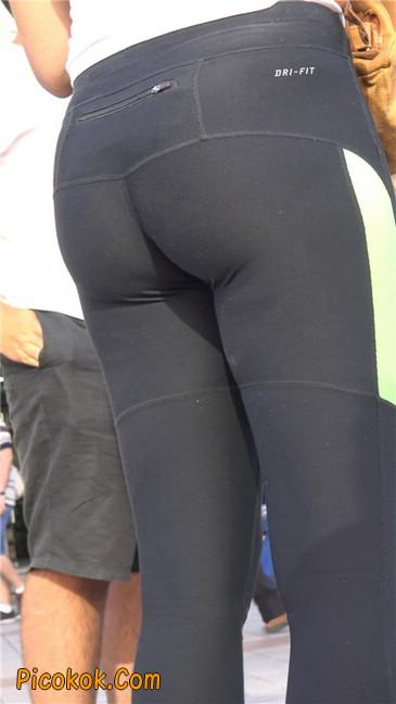 超紧致健美裤丰臀美女3