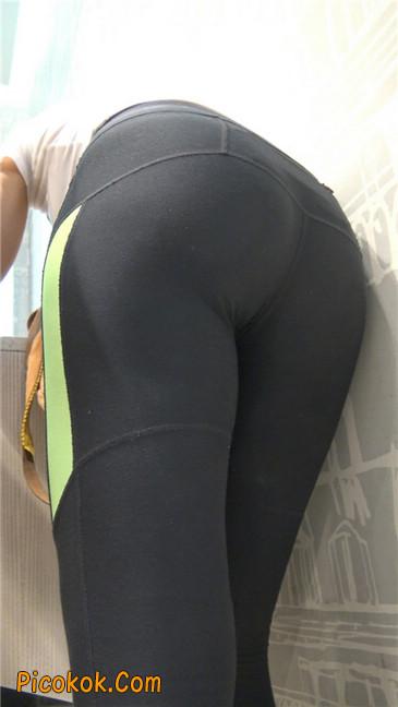 超紧致健美裤丰臀美女5