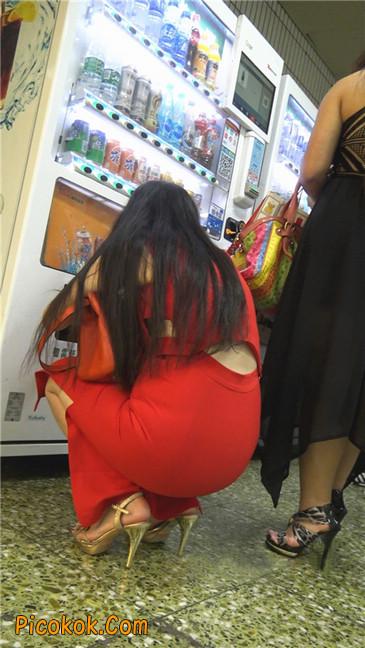 性感红裙金色高跟美臀美女10