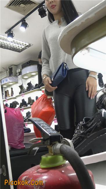 极品圆润之臀紧身皮裤美女3