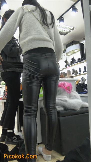 极品圆润之臀紧身皮裤美女9