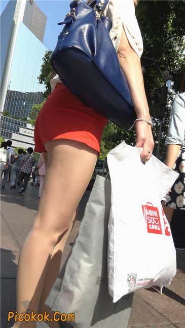 性感红热裤肉丝美妇
