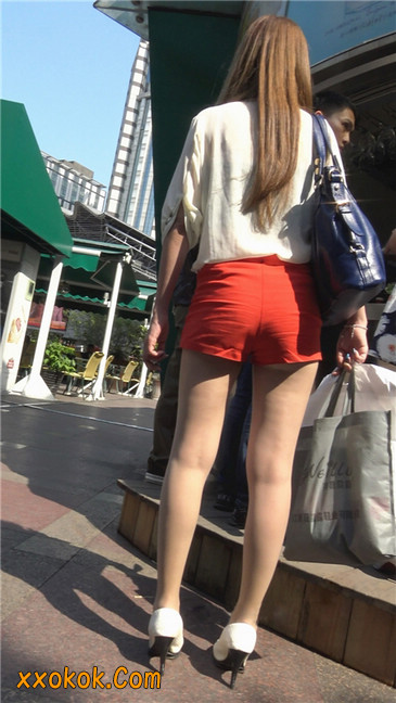 性感红热裤肉丝美妇3