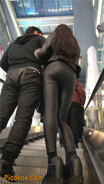商场性感紧身皮裤高挑美女第一季1