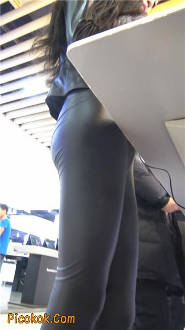 商场性感紧身皮裤高挑美女第一季3