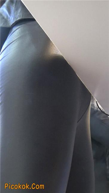商场性感紧身皮裤高挑美女第一季7