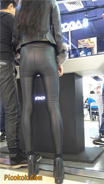 商场性感紧身皮裤高挑美女第一季8