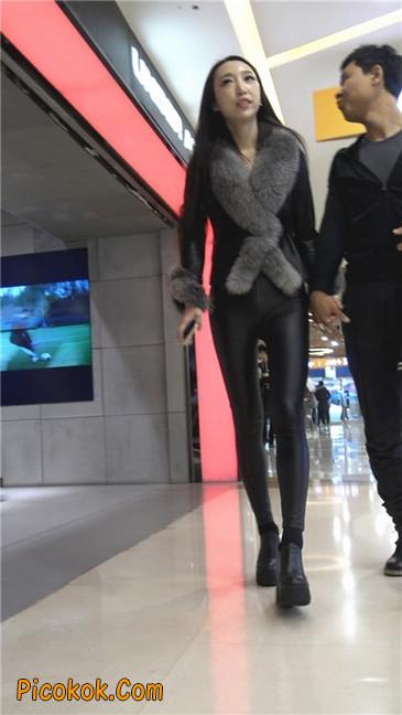 商场性感紧身皮裤高挑美女第一季9