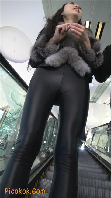 商场性感紧身皮裤高挑美女第一季10