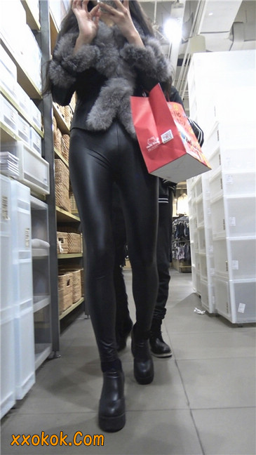 商场性感紧身皮裤高挑美女第一季13