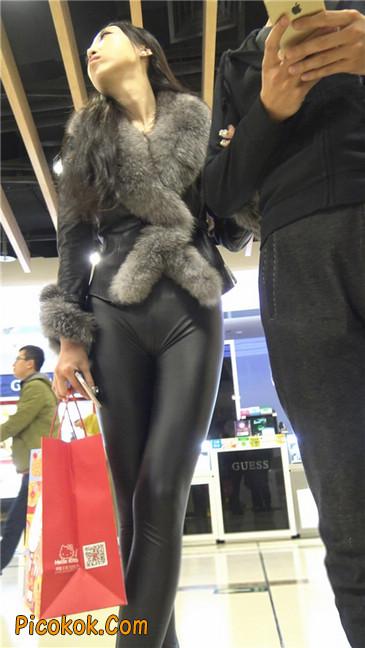 商场性感紧身皮裤高挑美女第二季1