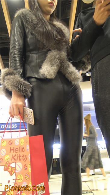 商场性感紧身皮裤高挑美女第二季2