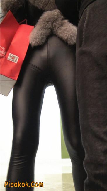 商场性感紧身皮裤高挑美女第二季3