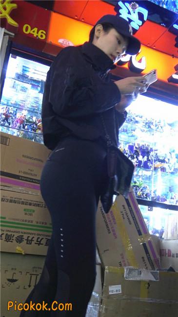 身材出众气质极佳的耐克紧身裤美女第一季
