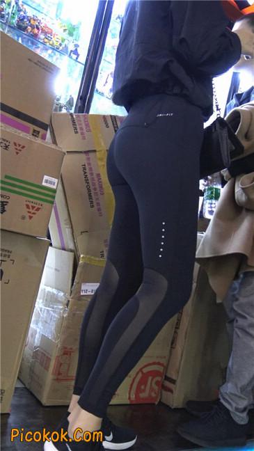 身材出众气质极佳的耐克紧身裤美女第一季7