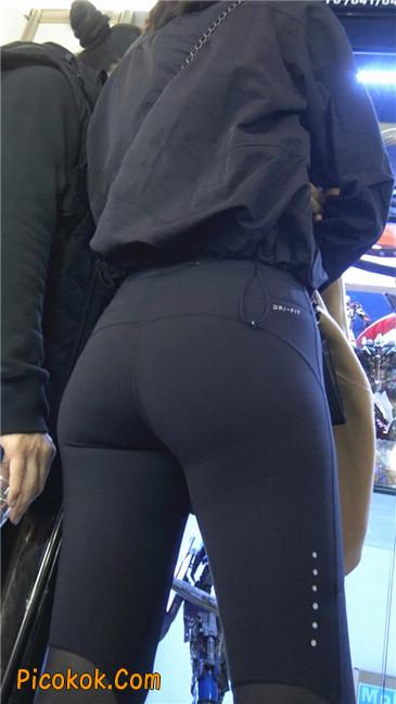 身材出众气质极佳的耐克紧身裤美女第一季11