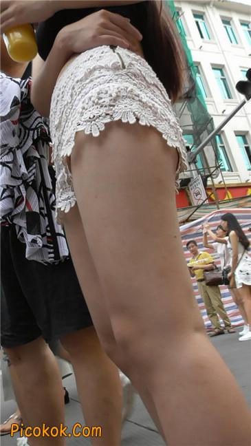 白热裤母女竞风骚4