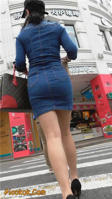 丰满紧身牛仔裙少妇4