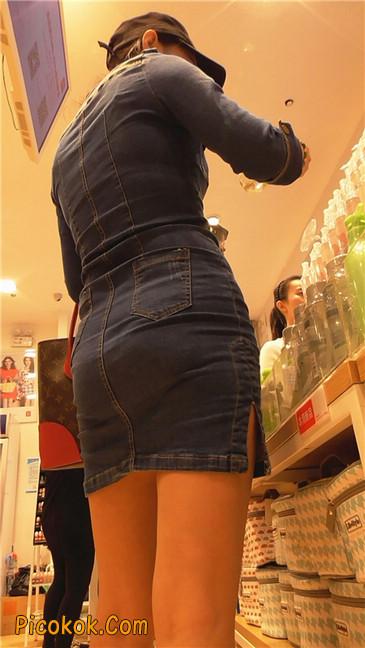 丰满紧身牛仔裙少妇9