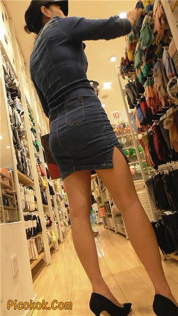 丰满紧身牛仔裙少妇15