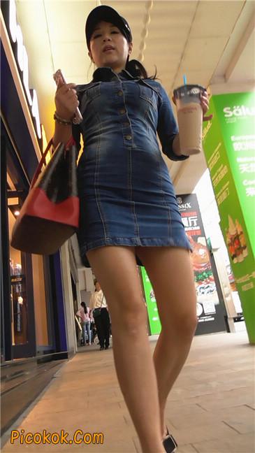 丰满紧身牛仔裙少妇16
