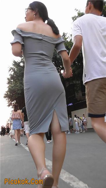 灰紧身裙少妇