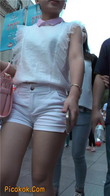 紧身白色热裤丰臀MM