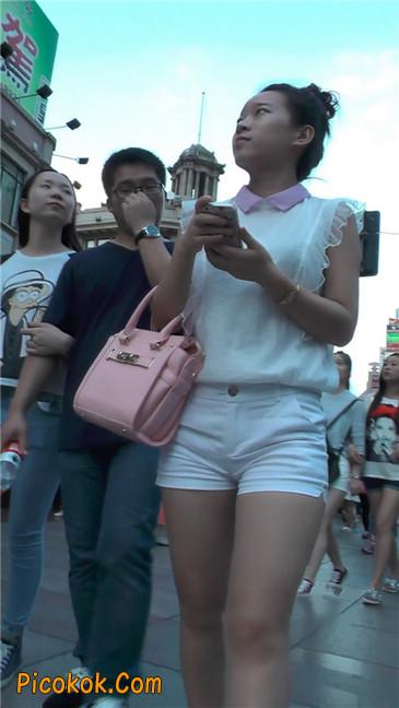 紧身白色热裤丰臀MM5