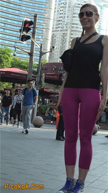 极品粉红紧身瑜伽裤美女3