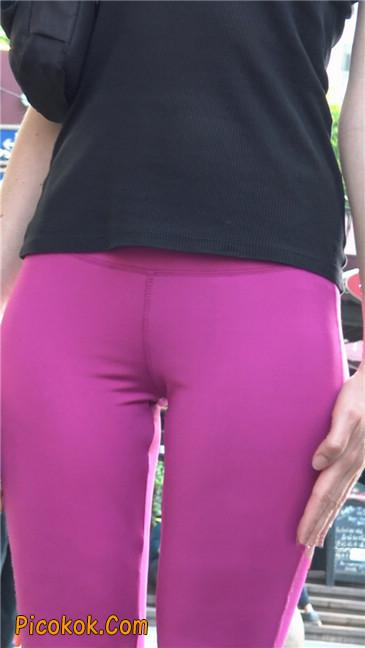 极品粉红紧身瑜伽裤美女4