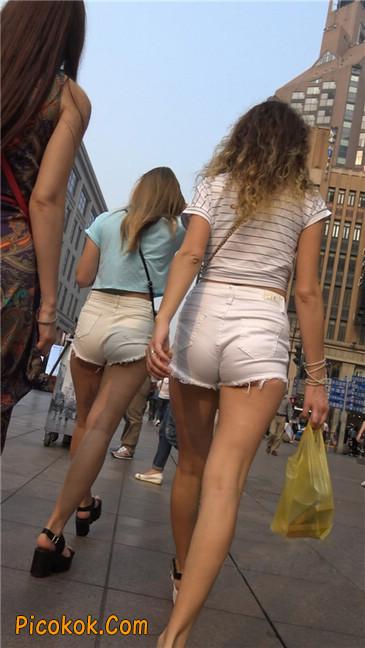 超短热裤两辣妹1