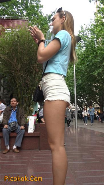 超短热裤两辣妹8