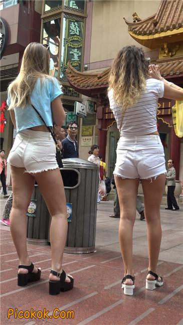 超短热裤两辣妹13