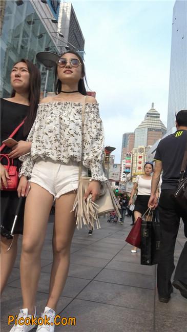 这个白色热裤小少妇你喜欢吗2