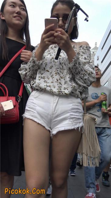 这个白色热裤小少妇你喜欢吗4