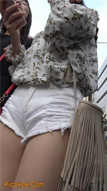 这个白色热裤小少妇你喜欢吗5