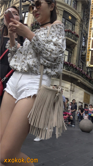 这个白色热裤小少妇你喜欢吗6