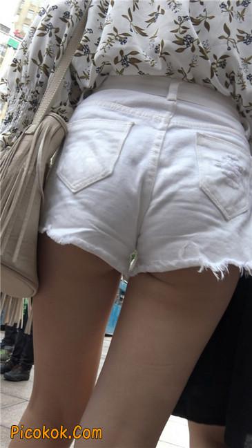 这个白色热裤小少妇你喜欢吗7