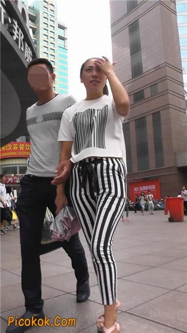 黑白条纹紧身裤熟女