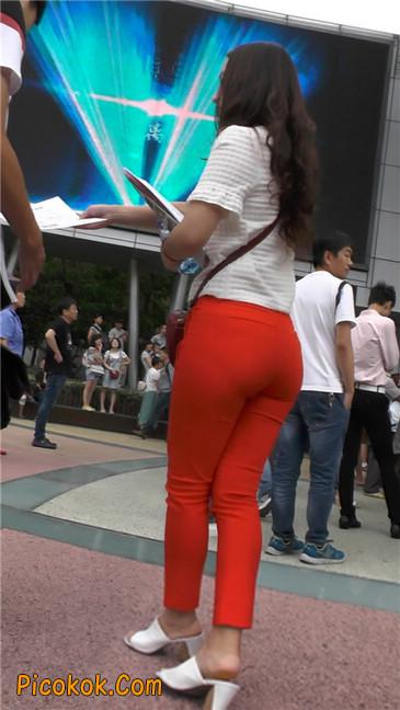 发传单的紧身红裤轻熟女7