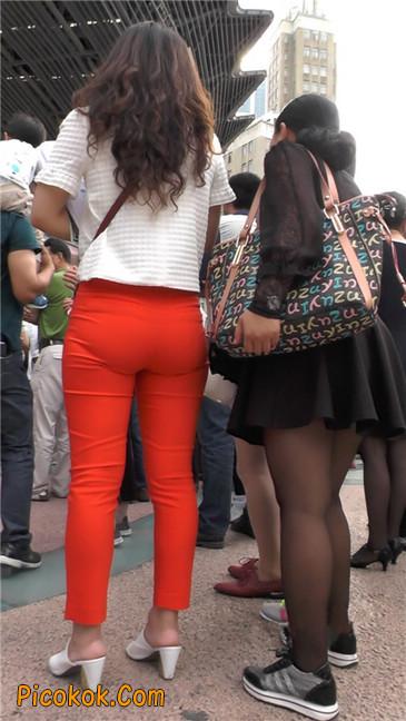 发传单的紧身红裤轻熟女8